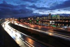 Στο κέντρο της πόλης Πόρτλαντ τη νύχτα Στοκ φωτογραφία με δικαίωμα ελεύθερης χρήσης