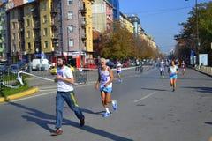 Στο κέντρο της πόλης δρομείς λεωφόρων μαραθωνίου της Sofia Στοκ Εικόνες
