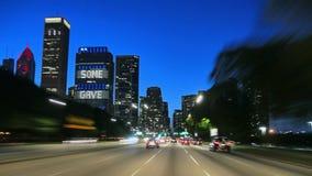 Στο κέντρο της πόλης Σικάγο στο ηλιοβασίλεμα που με πλήρη ταχύτητα το αυτοκίνητο καμερών απόθεμα βίντεο