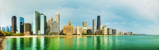 Στο κέντρο της πόλης Σικάγο, IL μια ηλιόλουστη ημέρα Στοκ Φωτογραφίες
