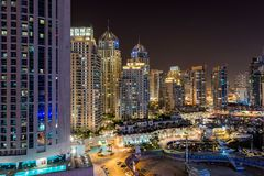 Στο κέντρο της πόλης σκηνή νύχτας του Ντουμπάι Στοκ Εικόνες