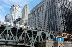 Στο κέντρο της πόλης τραίνο του Σικάγου Στοκ εικόνες με δικαίωμα ελεύθερης χρήσης