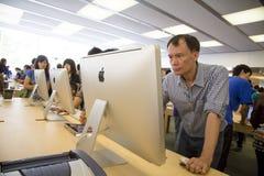 Στο κατάστημα Shenzhen, Κίνα μήλων Στοκ φωτογραφία με δικαίωμα ελεύθερης χρήσης