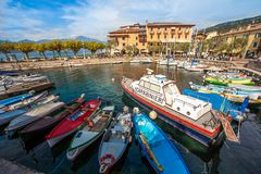 Στο λιμένα Torri Del Benaco Lake Garda Ιταλία στοκ εικόνες με δικαίωμα ελεύθερης χρήσης