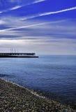 Στο μπλε παραλιών Στοκ φωτογραφία με δικαίωμα ελεύθερης χρήσης