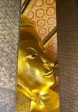 Στο ναό του ξαπλώνοντας Βούδα στη Μπανγκόκ Στοκ Εικόνα