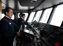 Στο πιλοτήριο ενός επιβατικού σκάφους ` μέσω νότιου ` το αρχιπέλαγος της Γης του Πυρός Στοκ Εικόνες