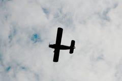 Στο ρωσικό σοβιετικό μαχητή στρατιωτικού αεροπλάνου ουρανού, επιτεθείτε στα αεροσκάφη του δεύτερου παγκόσμιου πολέμου Στοκ εικόνες με δικαίωμα ελεύθερης χρήσης
