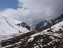 Στο σημείο μηδέν Sikkim, όπου ο δρόμος πολιτών τελειώνει στον ουρανό, Sikkim ΜΕΣΑ Στοκ φωτογραφία με δικαίωμα ελεύθερης χρήσης