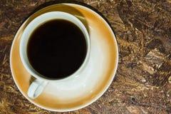 Στο υπόβαθρο του φλιτζανιού του καφέ σομπών osb στοκ φωτογραφίες με δικαίωμα ελεύθερης χρήσης