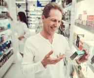 Στο φαρμακείο στοκ εικόνες με δικαίωμα ελεύθερης χρήσης