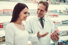 Στο φαρμακείο στοκ εικόνα με δικαίωμα ελεύθερης χρήσης