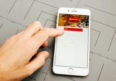 Στο iPhone 7 συν τα προγράμματα εφαρμογών Στοκ φωτογραφίες με δικαίωμα ελεύθερης χρήσης