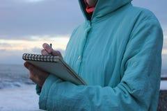 Στρέθιμο της προσοχής στην προκυμαία στο ηλιοβασίλεμα Στοκ εικόνες με δικαίωμα ελεύθερης χρήσης