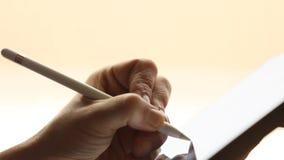 Στρέθιμο της προσοχής στην ψηφιακή ταμπλέτα με την ψηφιακή stylus μάνδρα φιλμ μικρού μήκους