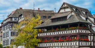 Στρασβούργο, μέρος του συμπαθητικού σπιτιού στη λεπτοκαμωμένη περιοχή της Γαλλίας Στοκ Φωτογραφία