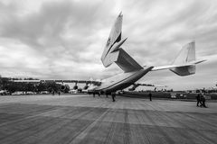 Στρατηγικό airlifter Antonov ένας-225 Mriya από Antonov Airlines στο αεροδρόμιο Στοκ Φωτογραφία