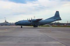 Στρατιωτικά αεροσκάφη μεταφορών 12 quatrains του διαδρόμου στο μπροστινό γραφείο Στοκ εικόνα με δικαίωμα ελεύθερης χρήσης