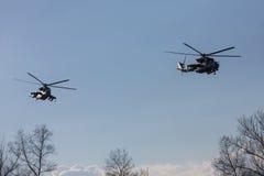 Στρατιωτικά ελικόπτερα στο καθήκον αγώνα Στοκ Φωτογραφίες