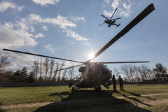 Στρατιωτικά ελικόπτερα στο καθήκον αγώνα Στοκ φωτογραφία με δικαίωμα ελεύθερης χρήσης