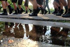 Στρατιωτικά κριτήρια το περπατημένο σειρά πόδι Στοκ Εικόνα