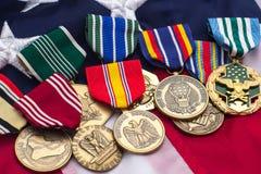 Στρατιωτικά μετάλλια αμερικανικών σημαιών Στοκ Φωτογραφίες