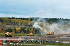 Στρατιωτικά οχήματα εφαρμοσμένης μηχανικής στη σειρά πυρκαγιών Στοκ Φωτογραφίες