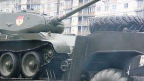 Στρατιωτικά οχήματα που ταξιδεύουν μέσω της πόλης, Hummers, πεζικό, ρωσικός στρατός φιλμ μικρού μήκους