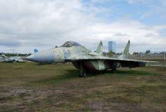 Στρατιωτικές δαπάνες εξοπλισμού κάτω από το ανοιχτό ουρανό Έκθεμα του τεχνικού μουσείου Κ γ Sakharova στην πόλη Togliatti στοκ εικόνα
