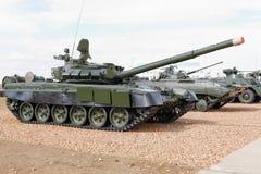 Στρατιωτικές μηχανές, αυτοκίνητα και δεξαμενές στην έκθεση στοκ φωτογραφίες