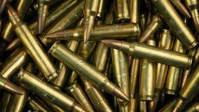 Στρατιωτικές σφαίρες που περιστρέφονται το μακρο πυροβολισμό φιλμ μικρού μήκους