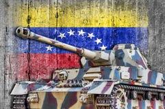 Στρατιωτική δεξαμενή με τη συγκεκριμένη σημαία της Βενεζουέλας Στοκ Εικόνες
