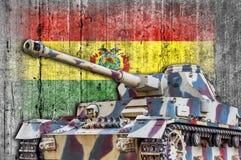 Στρατιωτική δεξαμενή με τη συγκεκριμένη σημαία της Βολιβίας Στοκ εικόνες με δικαίωμα ελεύθερης χρήσης