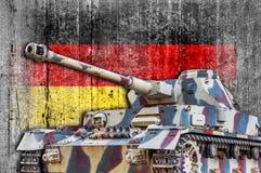 Στρατιωτική δεξαμενή με τη συγκεκριμένη σημαία της Γερμανίας Στοκ Εικόνα