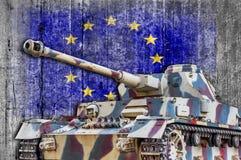 Στρατιωτική δεξαμενή με τη συγκεκριμένη σημαία της Ευρωπαϊκής Ένωσης Στοκ Εικόνα