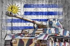 Στρατιωτική δεξαμενή με τη συγκεκριμένη σημαία της Ουρουγουάης Στοκ φωτογραφία με δικαίωμα ελεύθερης χρήσης