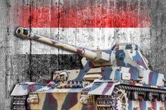 Στρατιωτική δεξαμενή με τη συγκεκριμένη σημαία της Υεμένης Στοκ φωτογραφίες με δικαίωμα ελεύθερης χρήσης