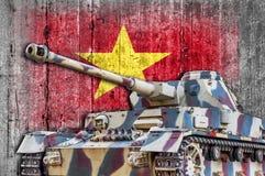 Στρατιωτική δεξαμενή με τη συγκεκριμένη σημαία του Βιετνάμ Στοκ Εικόνα
