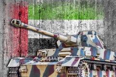Στρατιωτική δεξαμενή με τη συγκεκριμένη σημαία των Ηνωμένων Αραβικών Εμιράτων Στοκ φωτογραφία με δικαίωμα ελεύθερης χρήσης