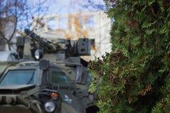 Στρατιωτική δεξαμενή στον τομέα Στοκ Φωτογραφία