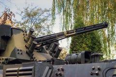 Στρατιωτική δεξαμενή στον τομέα Στοκ φωτογραφίες με δικαίωμα ελεύθερης χρήσης
