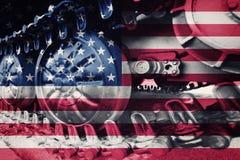 Στρατιωτική διαδρομή του Caterpillar κινηματογραφήσεων σε πρώτο πλάνο δεξαμενών με την Ηνωμένη σημαία Στοκ εικόνες με δικαίωμα ελεύθερης χρήσης