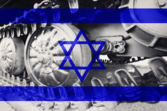 Στρατιωτική διαδρομή του Caterpillar κινηματογραφήσεων σε πρώτο πλάνο δεξαμενών με τη σημαία Backgr του Ισραήλ Στοκ φωτογραφία με δικαίωμα ελεύθερης χρήσης
