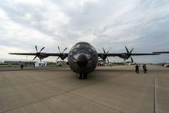 Στρατιωτική μεταφορά, εναέριος ανεφοδιάζοντας σε καύσιμα Lockheed Martin γ-130J έξοχο Hercules Στοκ Φωτογραφία