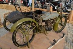 Στρατιωτική μοτοσικλέτα χ-δ WWI με το δευτερεύον αυτοκίνητο Στοκ Εικόνα