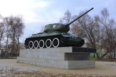 Στρατιωτική σοβιετική δεξαμενή στο πάρκο της νίκης Στοκ φωτογραφία με δικαίωμα ελεύθερης χρήσης