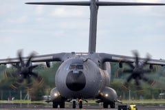 Στρατιωτική υπεράσπιση και διαστημικά αεροσκάφη φ-WWMZ airbus airbus μεταφορών ατλάντων A400M τεσσάρων μηχανών μεγάλα στρατιωτικά στοκ εικόνες