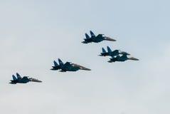 Στρατιωτικοί μαχητές SU-27 στην αποδεικτική πτήση Στοκ εικόνα με δικαίωμα ελεύθερης χρήσης