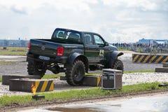 στρατιωτικός εμφανίστε οχήματα στοκ φωτογραφία