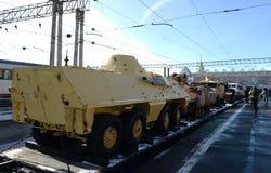 Στρατιωτικός εξοπλισμός που καταλαμβάνεται από τους τρομοκράτες στη Συρία, στην πλατφόρμα σιδηροδρόμων στοκ εικόνα